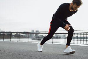 Męska moda inspirowana sportem czyli spodnie dresowe na co dzień